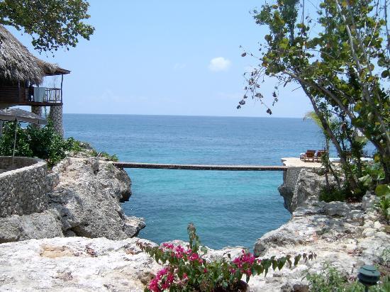 Tensing Pen Resort: bridge to paradise