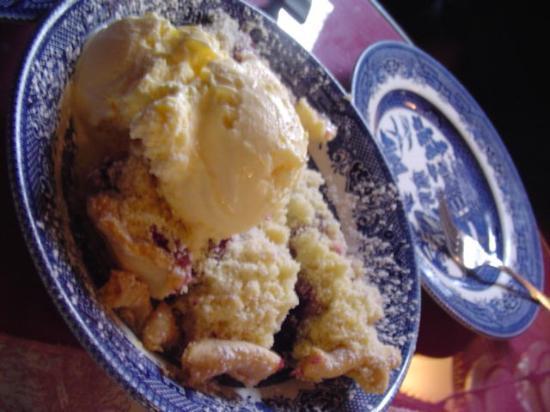 Dunbar Restaurant & Tea Room: Homemade Berry Pie with Ice Cream