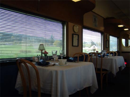 Red Caboose Getaway : The Dining Car-inside