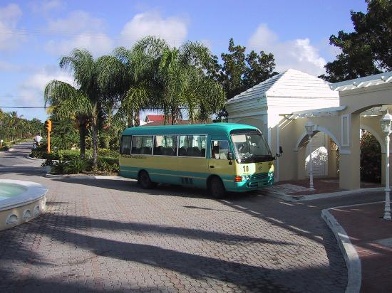 South Ocean Golf Course: The bus to town