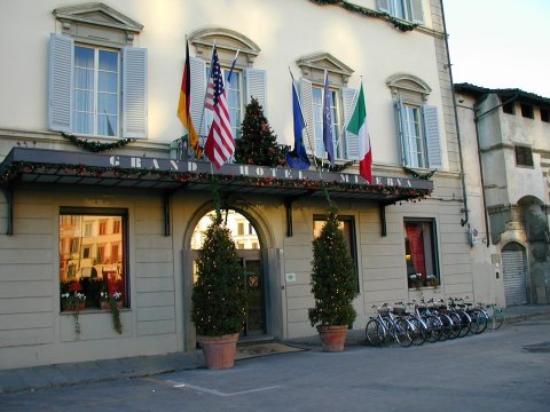 Grand Hotel Minerva : Front entrance