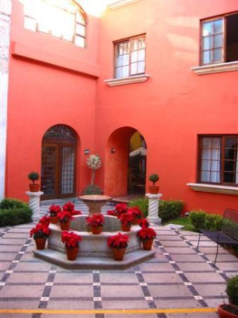 Hotel Trebol: Inner courtyard