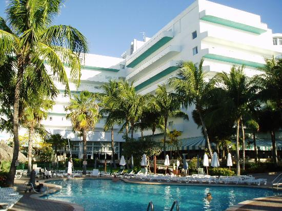 a lovely setting picture of hotel riu plaza miami. Black Bedroom Furniture Sets. Home Design Ideas
