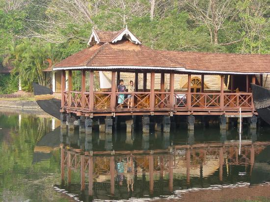 Kumarakom, Indien: Our stationary houseboat room - smaller than standard rooms but comfortable