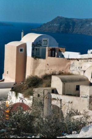 Art Maisons Luxury Santorini Hotels Aspaki & Oia Castle: Aspaki From the Street
