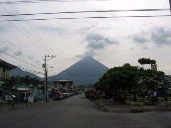 Arenal Paraiso Hotel Resort & Spa: A view of the volcano from La Fortuna (a small town near the hotel)