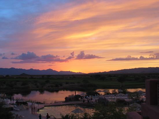 Sheraton Grand at Wild Horse Pass: sunset