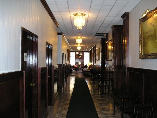 Howard Johnson Bartonsville/Poconos Area: hallway