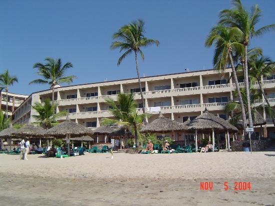 Hotel Playa Mazatlan : our wing of the hotel from the water's edge