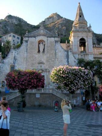 Hotel Villa Ducale: Piazza IX Aprile