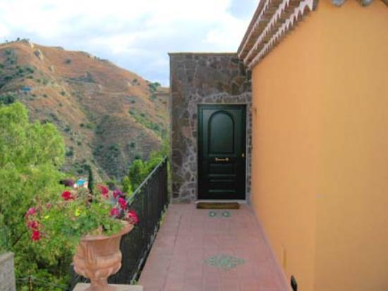 Hotel Villa Ducale: Villa Ducale Room Entrance