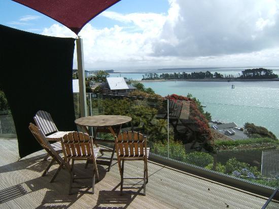 Harbour View Apartments: Deck area