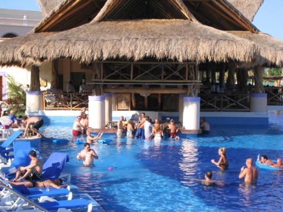The swim-up pool bar