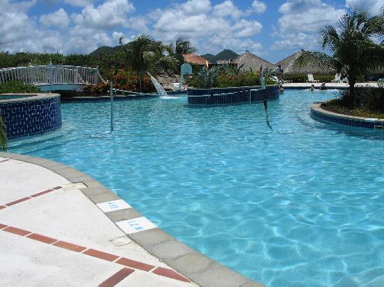 Sandals Grande St. Lucian Spa & Beach Resort: activities pool