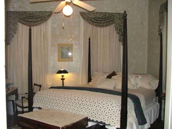 The Chestnut Cottage Bed and Breakfast: Jefferson Davis Room