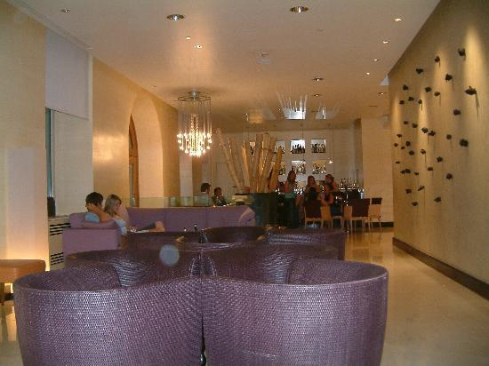 Capo d'Africa Hotel: The entrance and bar area of the hotel