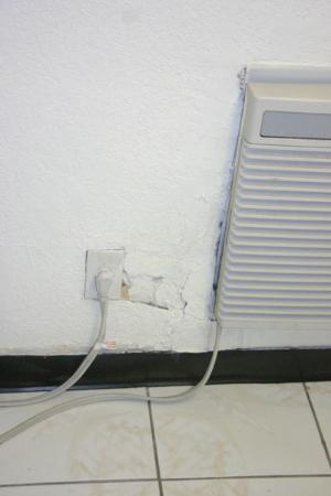 """Haven Hotel Pompano Beach: The wall outlet in the """"kitchen"""""""