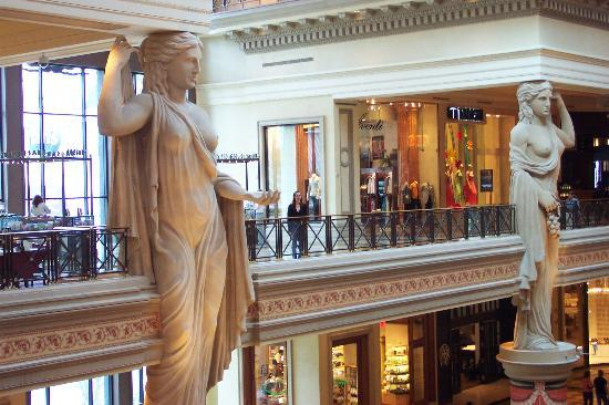 Caesars Palace : Inside the Forum Shops