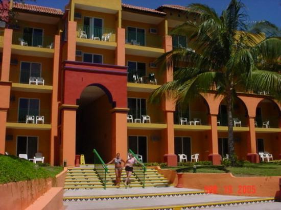 Royal Decameron Complex: It's a very colorful hotel!!