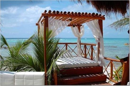 Sensimar Seaside Suites & Spa: Beach Bed