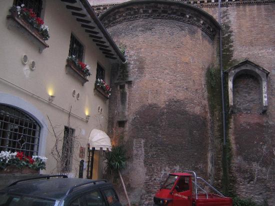 Hotel Antico Borgo di Trastevere: Exterior
