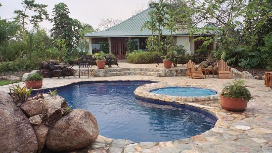 Hidden Valley Inn: Pool and Main House