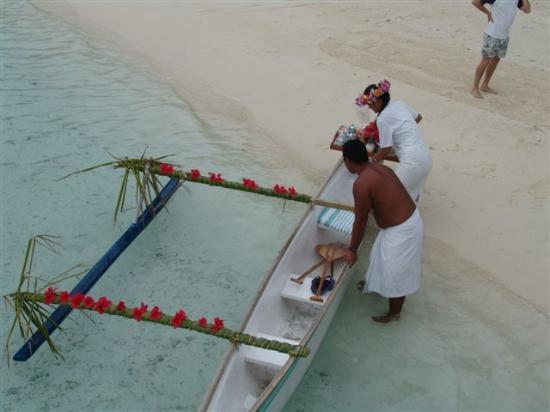 InterContinental Bora Bora Le Moana Resort: Option: Bringing breakfast to bungalow by pirogue