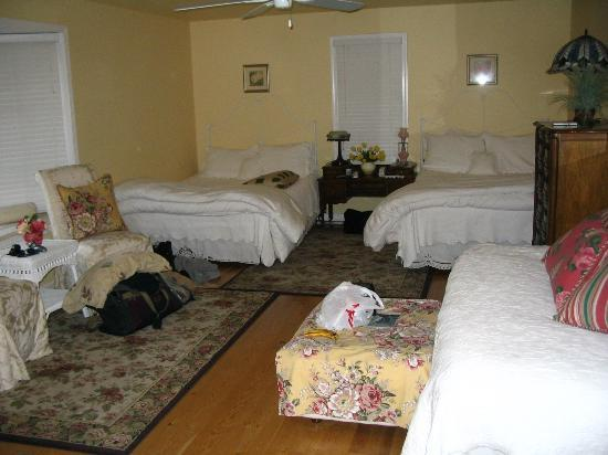 The Sleeping Bear Lodge: living area