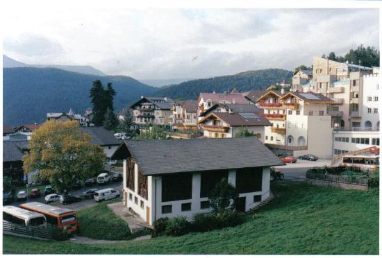 Hotel Cavallino d'Oro: Castelrotto village in the Dolomites