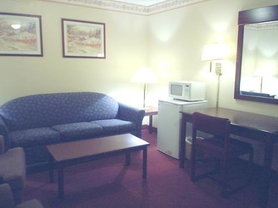 Motel 6 Bryan, TX: Sofa bed included in the suites