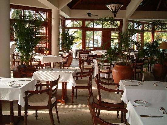The Residence Mauritius: retaurant for breakfast
