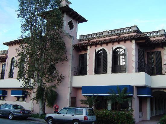 Las Olas Boulevard: a building at Las Olas