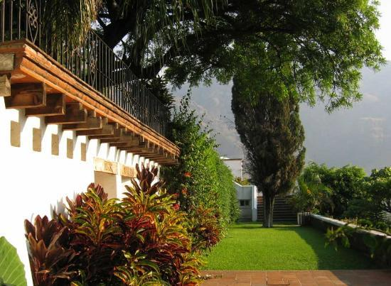 Posada Del Tepozteco: manicured gardens