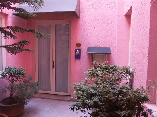 Hotel La Casona: a room entryway