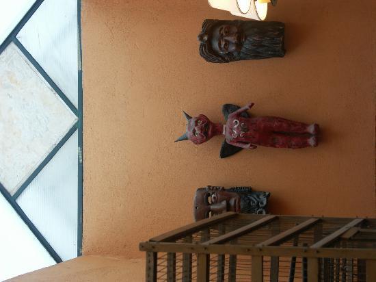 Hotel La Casona: random inside wall