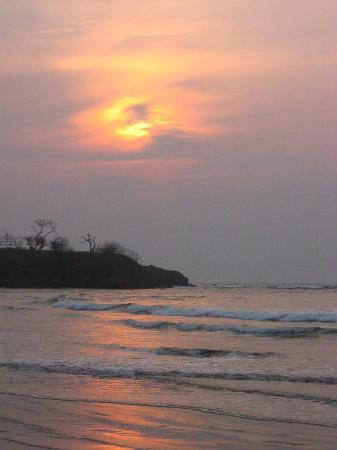 Hotel Capitan Suizo: Sunset right on their beach (just steps away from their hotel)