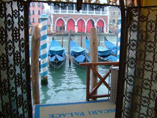 Foscari Palace: hotel entrance by Grand Canal
