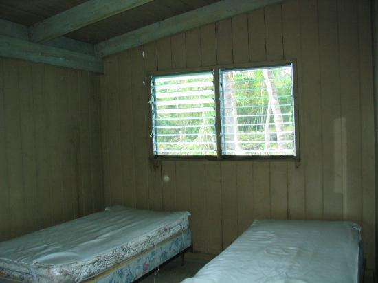 Waianapanapa State Park Cabins: Beds in the open bedroom (formerly a living room?)