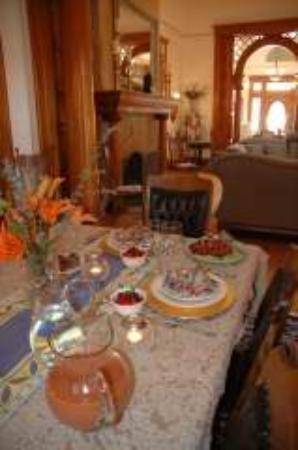 Royal Elizabeth Inn: Yummy breakfasts in beautiful setting