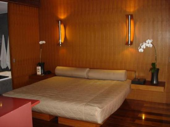 The Lalu Sun Moon Lake: King size bed