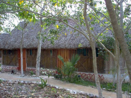Cabañas Uh Najil Ek Balam: The Cabins in the local paja style
