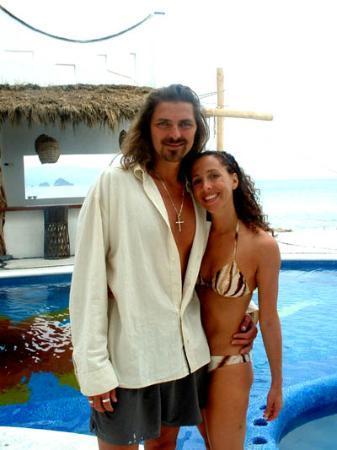 Hotel Playa Fiesta: Relaxing by the pool