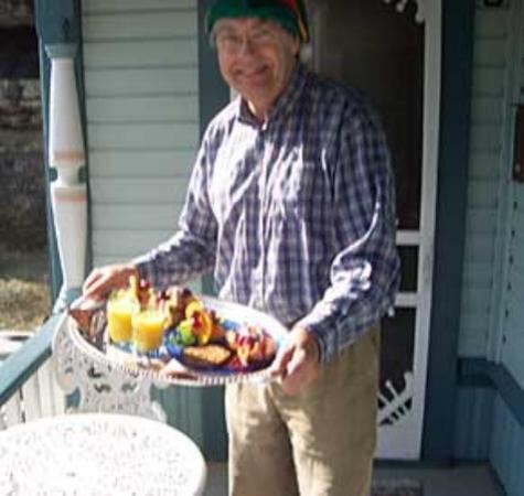 Cliff Cottage Inn - Luxury B&B Suites & Historic Cottages: We captured the Elf delivering a wonderful breakfast tray.  It was truly fit for a King.