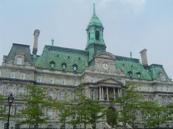 Old Montreal: hotel de ville (city hall)