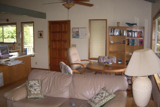 Dreams Come True on Maui Bed and Breakfast: living and dining