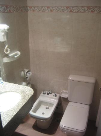 Babel Plaza : Bathroom is SMALL, but pleasant: new and clean