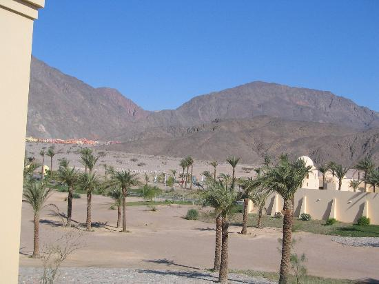 Sofitel Taba Heights: sinai mountains from front of hotel