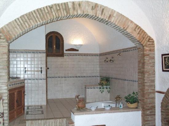 Cuevas Pedro Antonio de Alarcon: bathroom view