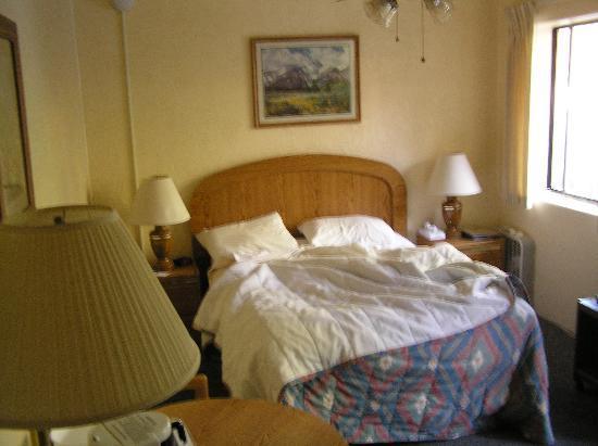 Murphey's Motel: We took the smaller room
