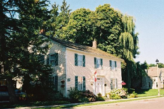 Royal Manor Bed and Breakfast: The Royal Manor - lovely historic house